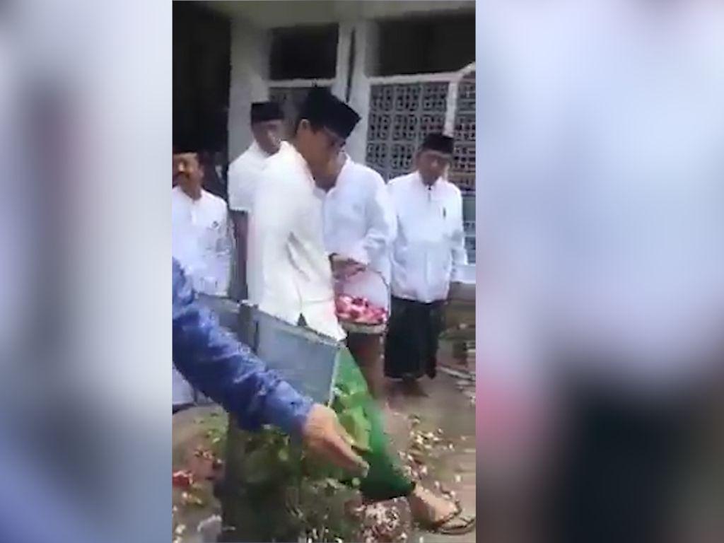 Viral! Video Sandiaga Langkahi Makam Pendiri NU