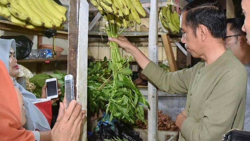 Blusukan ke Pasar Cihaurgeulis, Jokowi Belanja Ubi, Kangkung dan Bayam