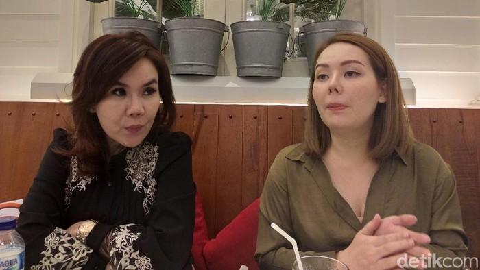 Irene (kanan) mengaku trauma akibat perdarahan usai sedot lemak (Foto: Khadijah Nur Azizah/detikHealth)