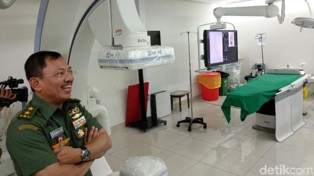 dr Terawan di ruang 'cuci otak' RSPAD Gatot Soebroto.