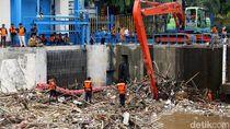 118 Petugas Siaga di 227 Titik Rawan Tumpukan Sampah Saat Banjir