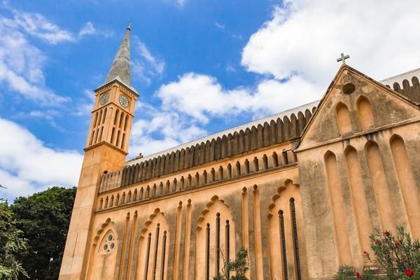 Beberapa bangunan di Stone Town tersebut di antaranya St. Josephs Roman Catholic Cathedral, Old Dispensary, Palace Museum, Malindi Bamnara Mosque dan Shiv Shakti Temple. Bangunannya sudah ada sejak abad ke-16 (iStock)