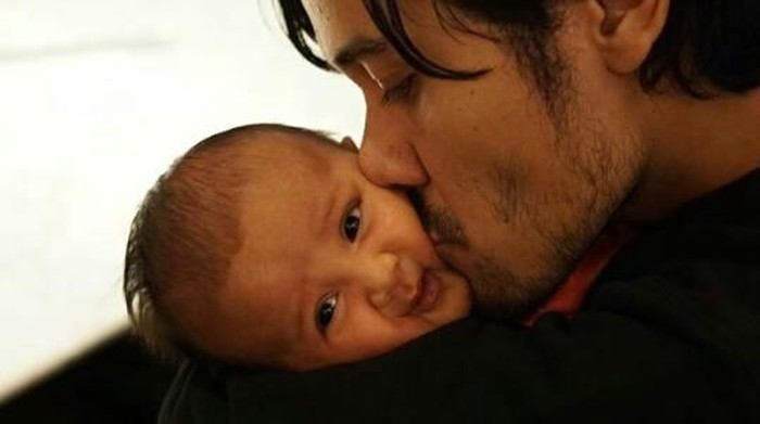 Selamat Hari Ayah! Intip 10 Potret Mesra Hot Daddy dan Si Kecil