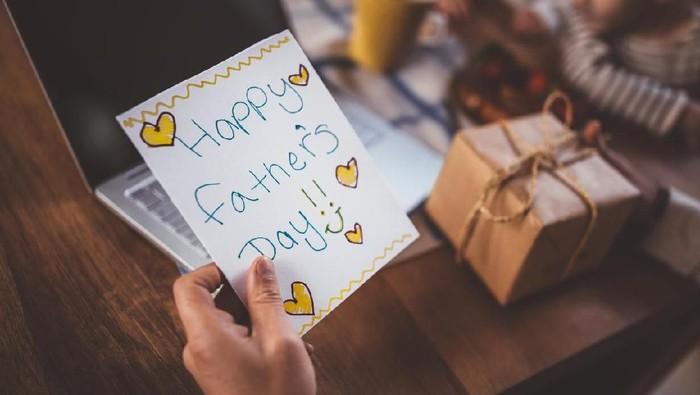 Hari Ayah yang dirayakan di dunia lain cukup beragam, lho. Foto: iStock