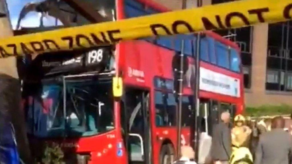 Kecelakaan Bus Tingkat di London, 20 Orang Luka-luka