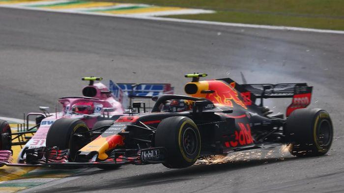 Max Verstappen (Red Bull) dan Esteban Ocon (Force India) bertabrakan yang berlanjut dengan konfrontasi di luar lintasan GP Brasil. (Foto: Lars Baron/Getty Images)