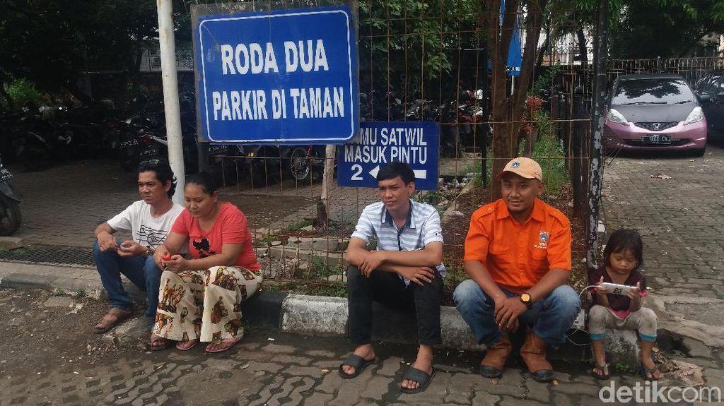 ABG Cengtri yang Nyelonong ke Tol Tomang Izin ke Ortu Beli Makan