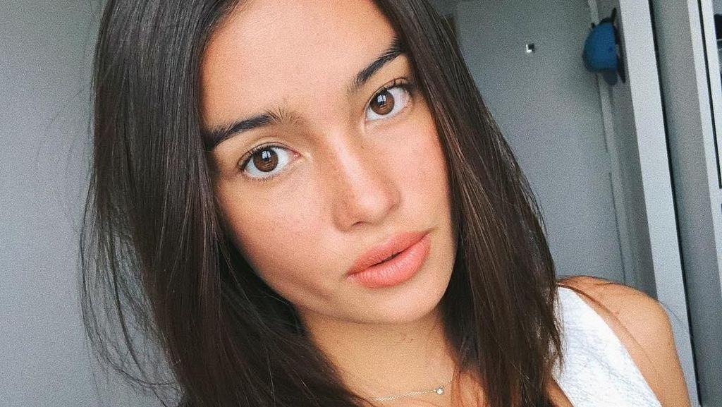 Rahasia Wajah Cantik Model Asia Tenggara Pertama di Show Victorias Secret