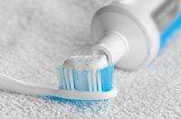 Pasta gigi disebut-sebut dapat memperbesar payudara.