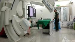 Alat Digital Substraction Angiography (DSA) bisa dilihat di RSPAD Gatot Soebroto. Dengan alat ini dr Terawan akan melakukan cuci otak ke 1.000 warga Vietnam.