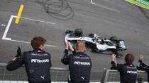 Selalu Happy Jadi Kunci Sukses Lewis Hamilton