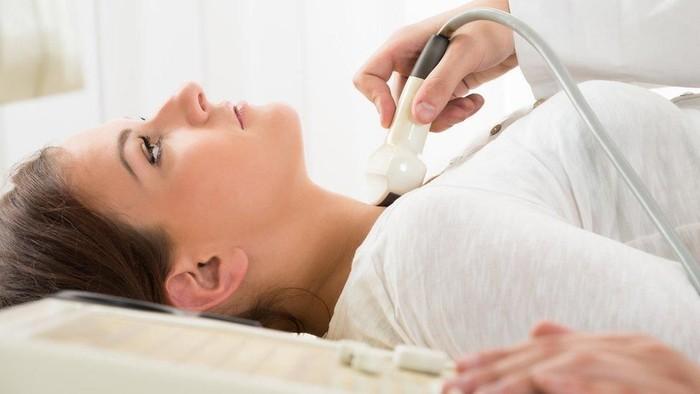 Ilustrasi wanita dengan infeksi di leher. Foto: BBC Magazine