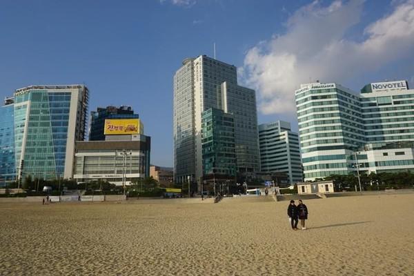 Kalau sudah begini, nampaknya Pantai Haeundae pantas masuk bucket list ketika liburan ke Korsel ya.. (ekaherlina/dTraveler)