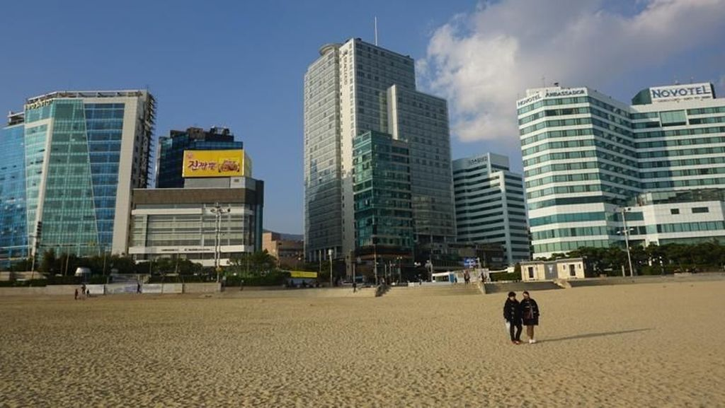 Damainya Pagi di Haeundae Beach, Busan