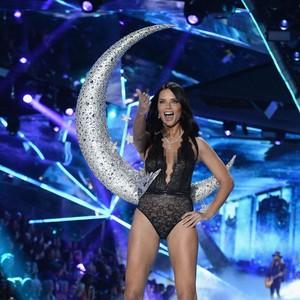 Goodbye Angels, Victorias Secret Pensiunkan Para Bidadari Seksi