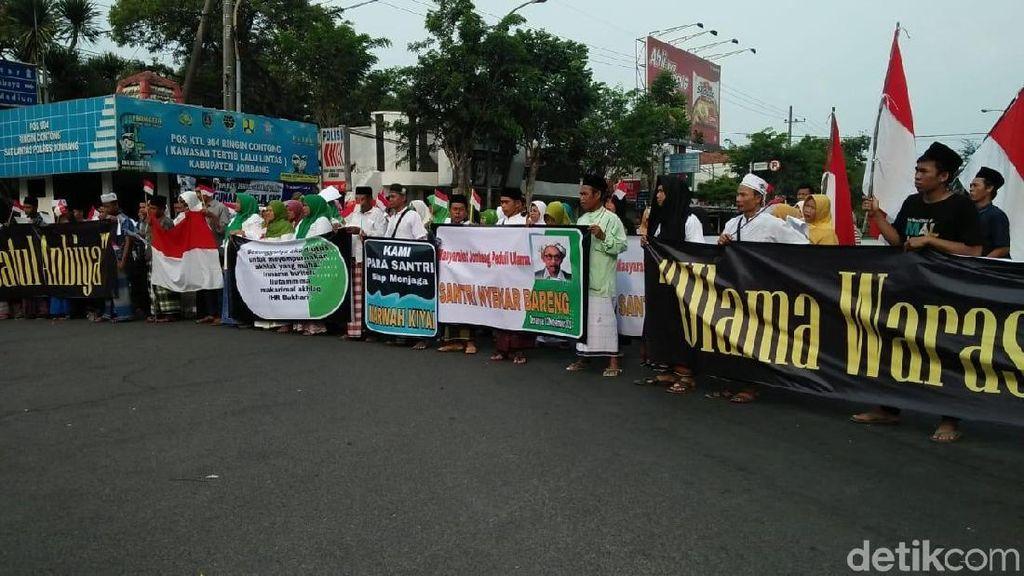 Langkahi Makam Pendiri NU, Sandiaga Didemo Santri di Jombang