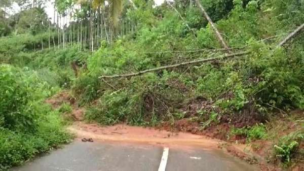 Longsor, Lintas Tengah Sumatera Putus Total