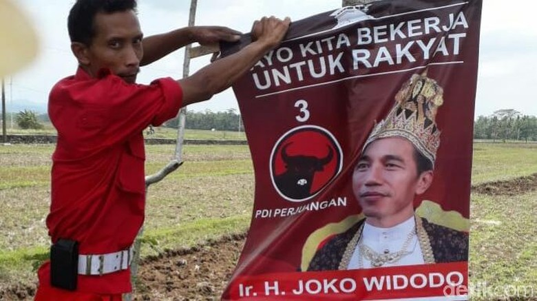 PDIP Temui Pemasang Raja Jokowi, Diupah Rp 5 Ribu/Poster