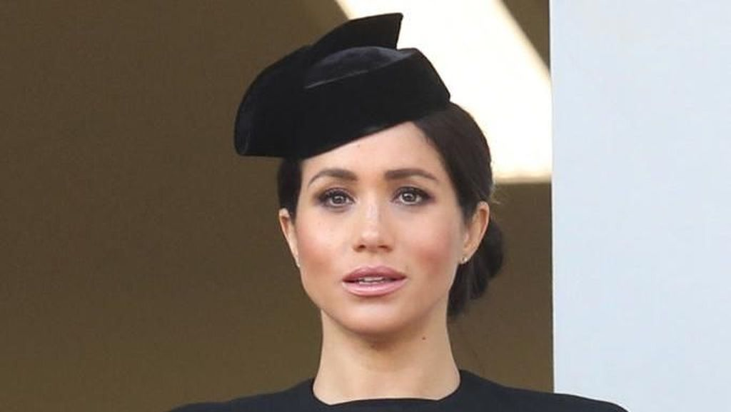 Meghan Markle Jarang Pakai Koleksi Victoria Beckham, Ini Alasannya