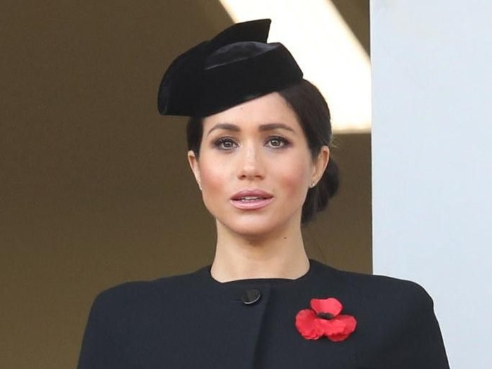 LONDON, ENGLAND - NOVEMBER 11:  German FIrst Lady Elke Budenbender and Meghan, Duchess of Sussex look on from a balcony during the annual Remembrance Sunday memorial at the Cenotaph on Whitehall on November 11, 2018 in London, England. The armistice ending the First World War between the Allies and Germany was signed at Compiègne, France on eleventh hour of the eleventh day of the eleventh month - 11am on the 11th November 1918. This day is commemorated as Remembrance Day with special attention being paid for this year's centenary. (Photo by Jack Taylor/Getty Images)