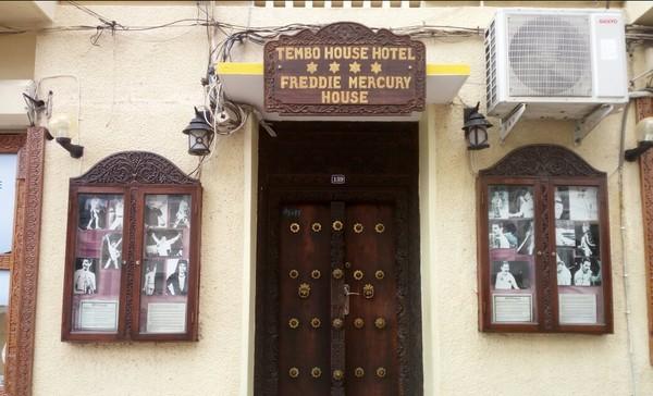 Untuk penggemar Queen, ada banyak operator tur yang menawarkan wisata napak tilas Freddie Mercury (TripAdvisor)