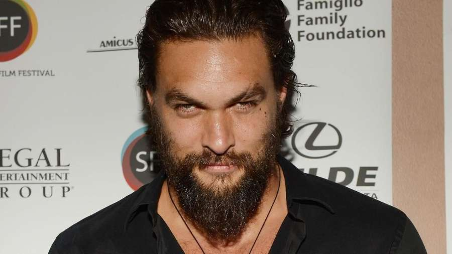 Gaya Biker Jason Momoa di World Premier Aquaman