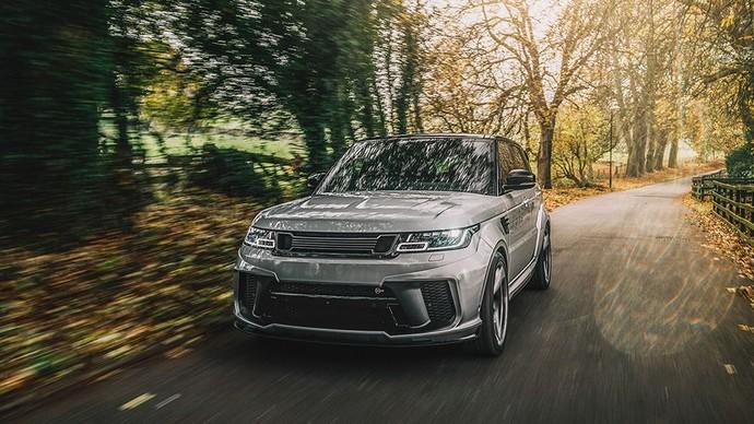 Transformasi dari Range Rover sport standar menjadi karya seni otomotif ini dimulai dengan bumper depan Pace Car, Fender roda depan dengan bendungan udara, dan masih banyak lainnya. Istimewa/Kahn Design.