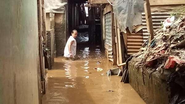 Kampung Melayu Masih Tergenang Banjir 50 Cm