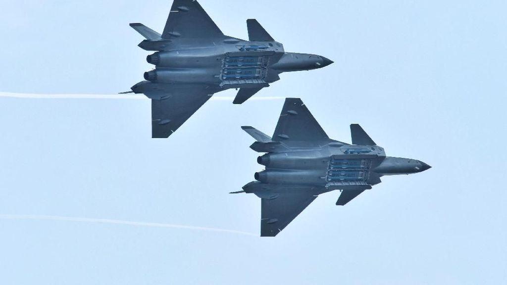 Pertama Kali, Jet Siluman J-20 Buatan China Pamerkan Rudal