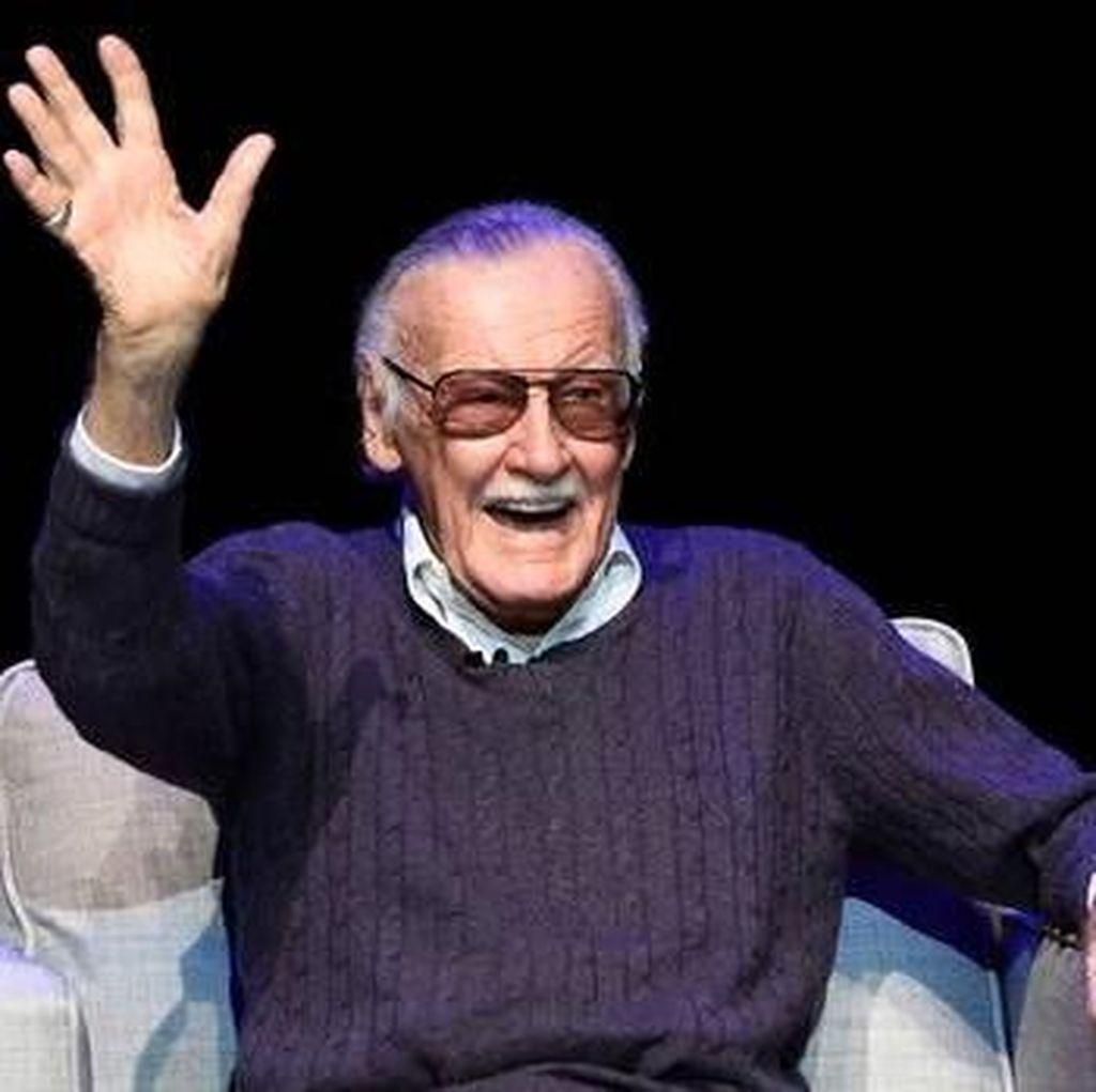 Bunga hingga Kaleng Sup Penghormatan Terakhir Fans untuk Stan Lee