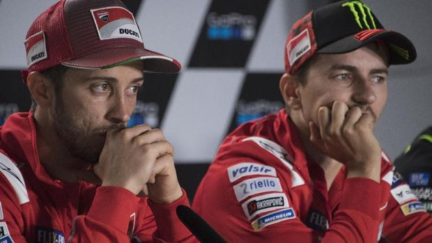 NORTHAMPTON, ENGLAND - AUGUST 25:  Andrea Dovizioso of Italy and Ducati Team and  Jorge Lorenzo of Spain and Ducati Team (R) look on during the press conference at the end of the qualfying practice during the MotoGp Of Great Britain - Qualifying at Silverstone Circuit on August 25, 2018 in Northampton, England.  (Photo by Mirco Lazzari gp/Getty Images)