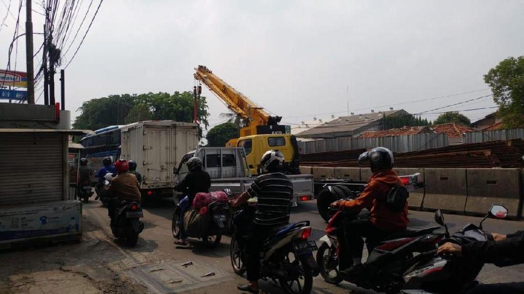 Macet dan Polusi Debu di Proyek Tol Layang Dalam Kota DKI