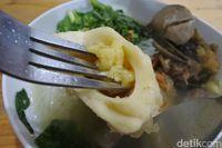 Gurihnya Bakso Rawit Tulang Sumsum dengan Potongan Daging Iga Sapi
