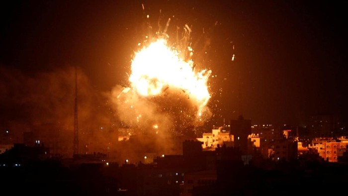 An explosion is seen during an Israeli air strike on Hamass television station, in Gaza City November 12, 2018. REUTERS/Ahmed Zakot