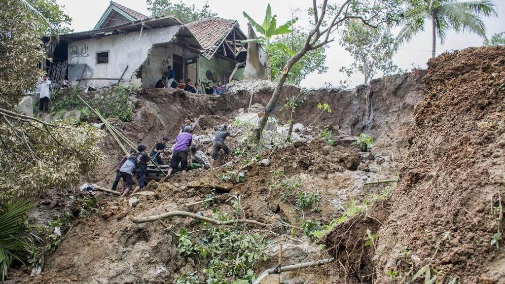 Hanya Kota Bekasi dan Depok di Jabar yang Aman dari Bencana Longsor