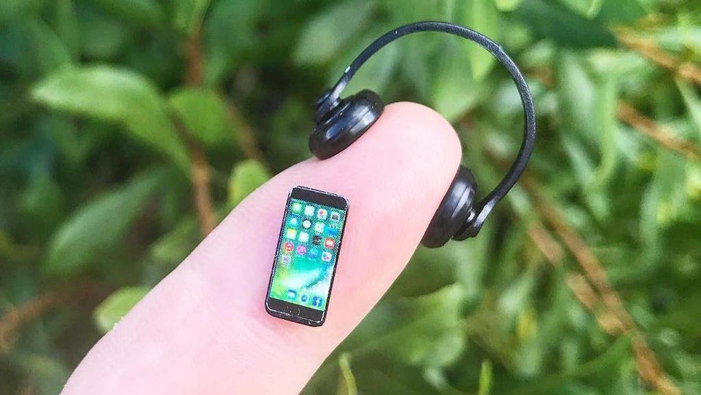 Potret Ponsel Terkecil di Dunia, Cuma Seujung Jari!