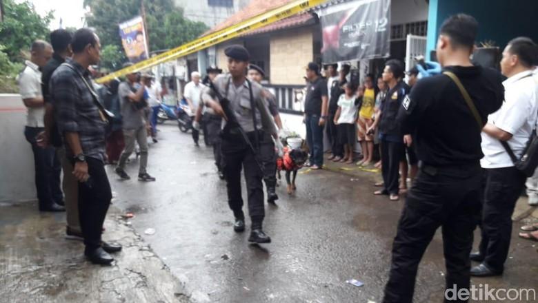 Polisi Amankan Benda yang Dipegang Pembunuh Keluarga di Bekasi