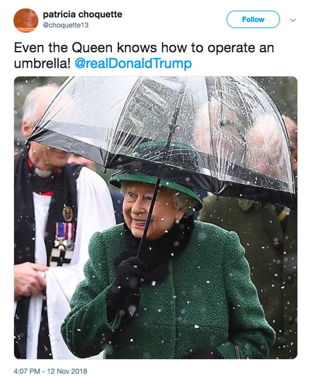 Donald Trump membatalkan kunjungan ke pemakaman militer Perang Dunia I di Prancis bersama beberapa pimpinan negara lain. Alasannya faktor cuaca, padahal tinggal pakai payung. Ia pun disindir habis, misalnya netizen ini yang memajang Ratu Elizabeth tak peduli hujan dan memakai payung. Foto: istimewa