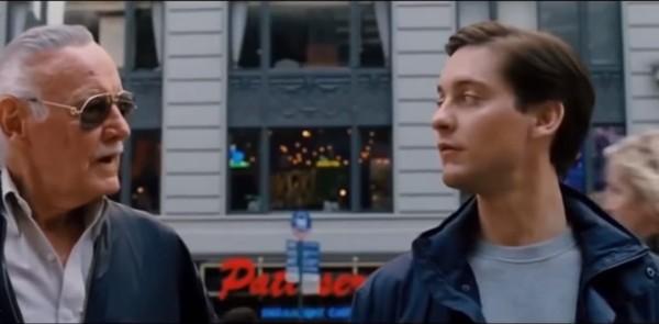 Dalam skuel Spiderman 3 yang masih dibintangi Tobey Maguire, Stan Lee bahkan sempat berbincang dan memberi dukungan pada Peter dengan gestur hangat. Lokasinya ada di Times Square, New York, AS (Marvel Studios)