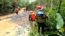 Wanita Pengendara Motor Hanyut Terseret Banjir di Pangandaran