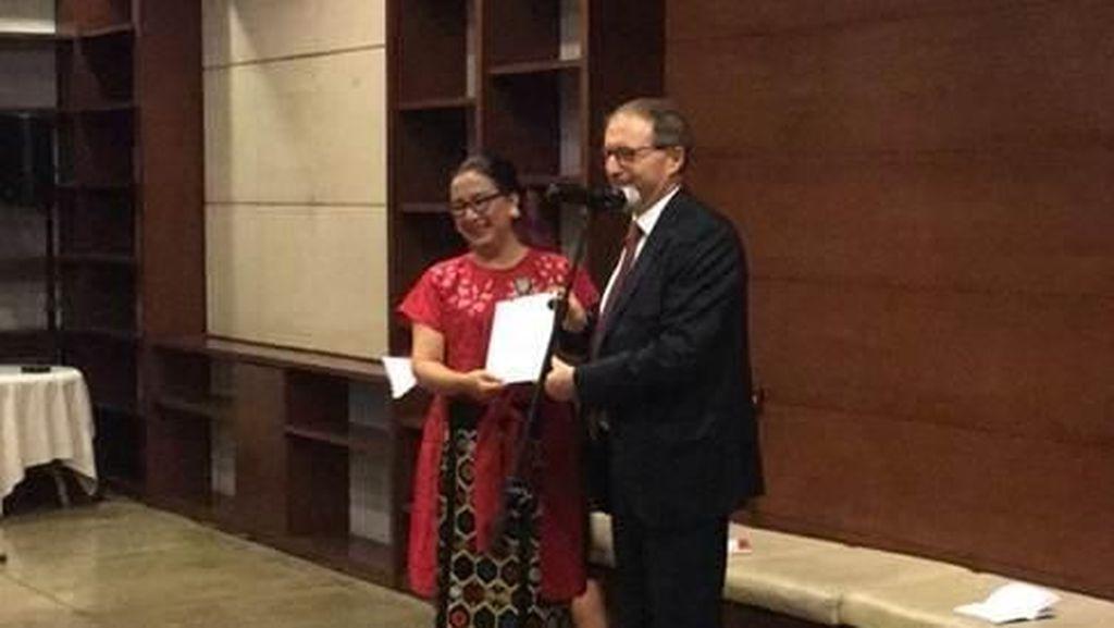 Penari Maria Darmaningsih Raih Penghargaan dari Pemerintah Prancis