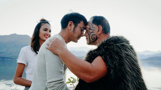 Ritual tempel hidung khas suku Maori