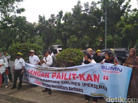 Demo eks karyawan Merpati