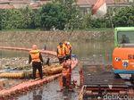 Waspada Banjir, Petugas Badan Air Siaga 24 Jam di Kali Cagak Jakut