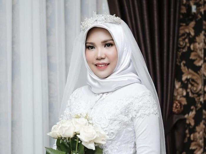 Intan tetap pakai gaun pengantin dan menikah sendirian meskipun calon suami jadi korban Lion Air. Foto: dok. Intan Indah Syari