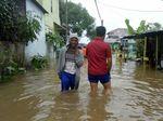 Palembang Dikepung Banjir, Warga Ngungsi ke Masjid