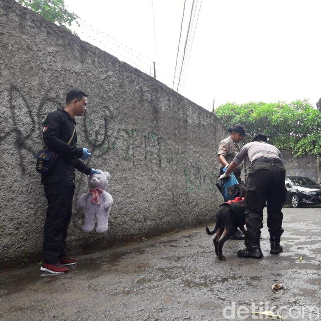Teddy Bear Ungu, Saksi Bisu Pembunuhan Sekeluarga di Bekasi