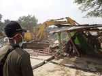 450 Personel Gabungan Bongkar Bangunan Liar di Bekasi