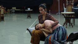 Mengintip Prosesi Latihan Pertunjukan Teater Bunga Penutup Abad