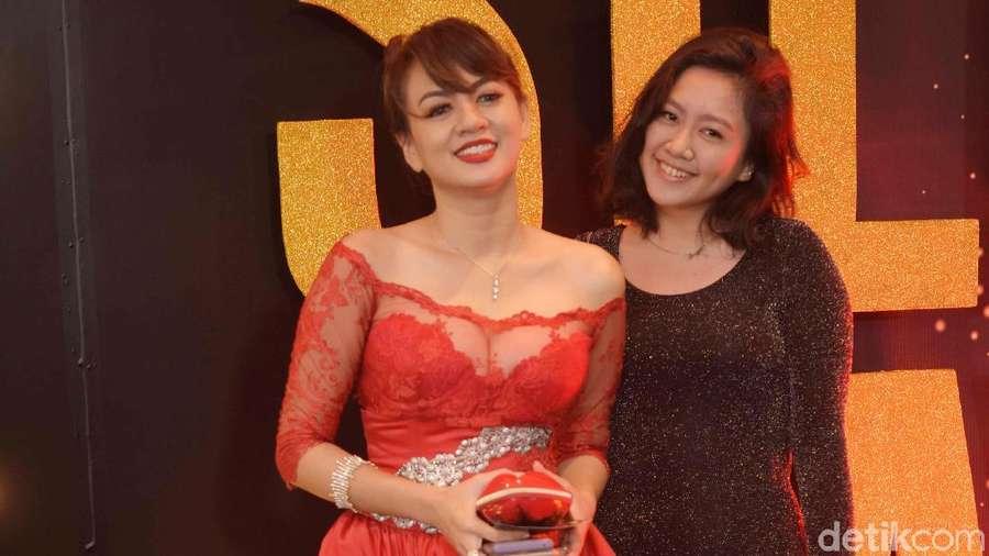 Pose Bareng Putrinya, Yeyen Lidya Dikira Kakak-Adik